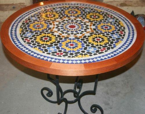 Стол с покрытием из мозаики своими руками 7